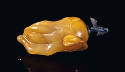 AN AGATE SNUFF BOTTLE,