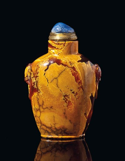 A CHINESE LARGE AMBER SNUFF BO