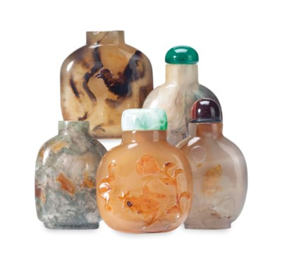 FIVE CHINESE AGATE SNUFF BOTTL