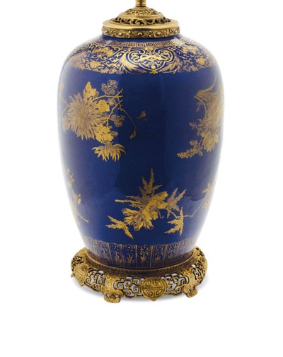 A CHINESE GILT DECORATED BLUE