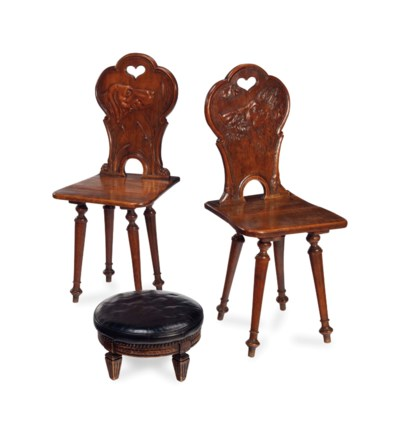 A PAIR OF CONTINENTAL CARVED F