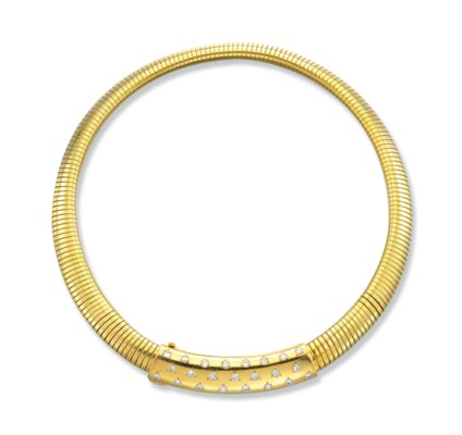 A RETRO DIAMOND AND GOLD NECKL