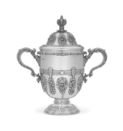 A LARGE EDWARD VII SILVER CUP
