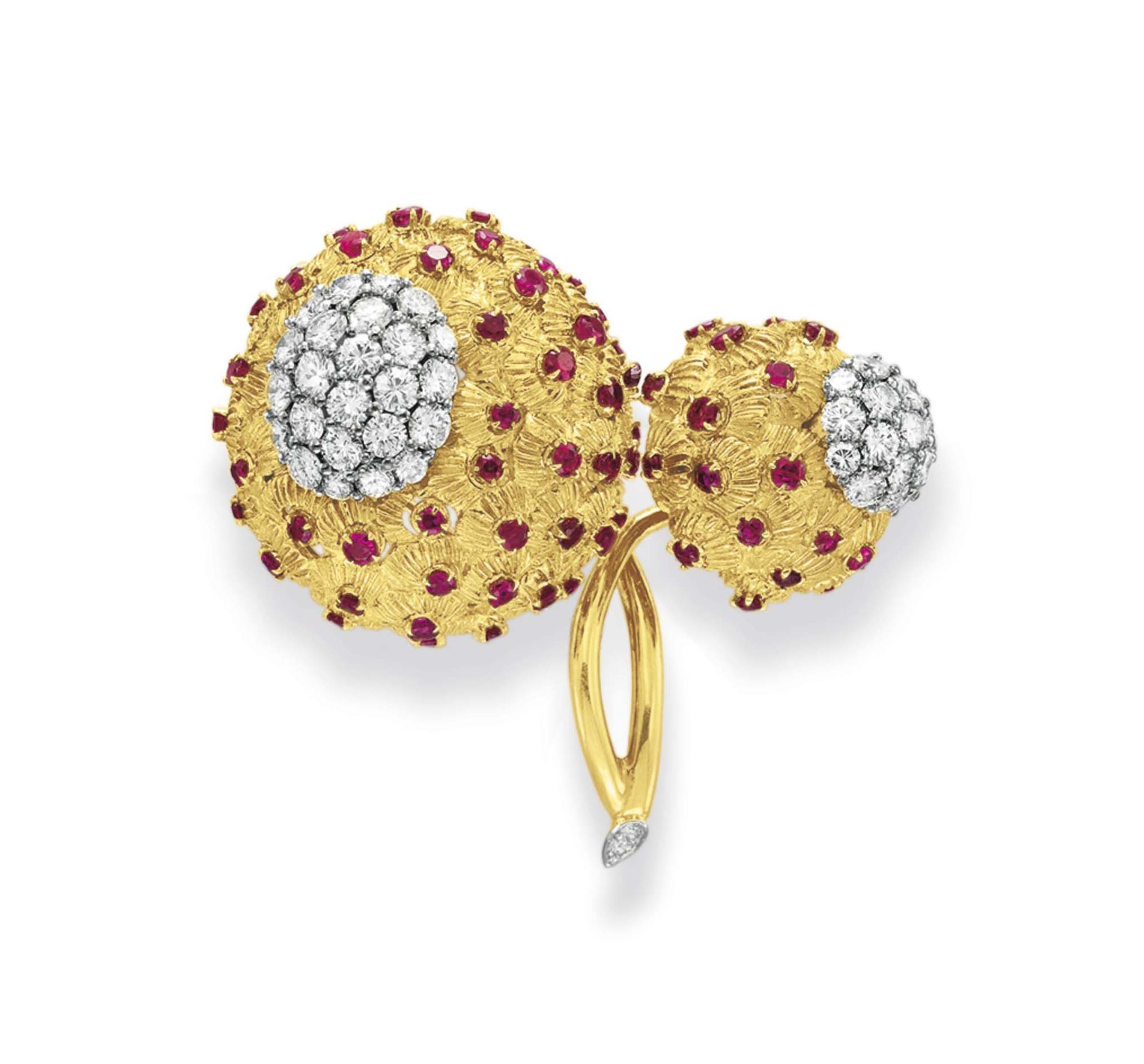 A DIAMOND, RUBY AND GOLD FLOWER BROOCH