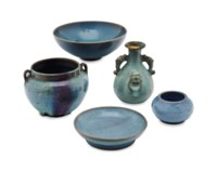 FIVE CHINESE JUNYAO-TYPE POTTERY VESSELS,