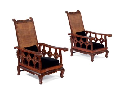 A PAIR OF CHINESE LACQUER LOUN