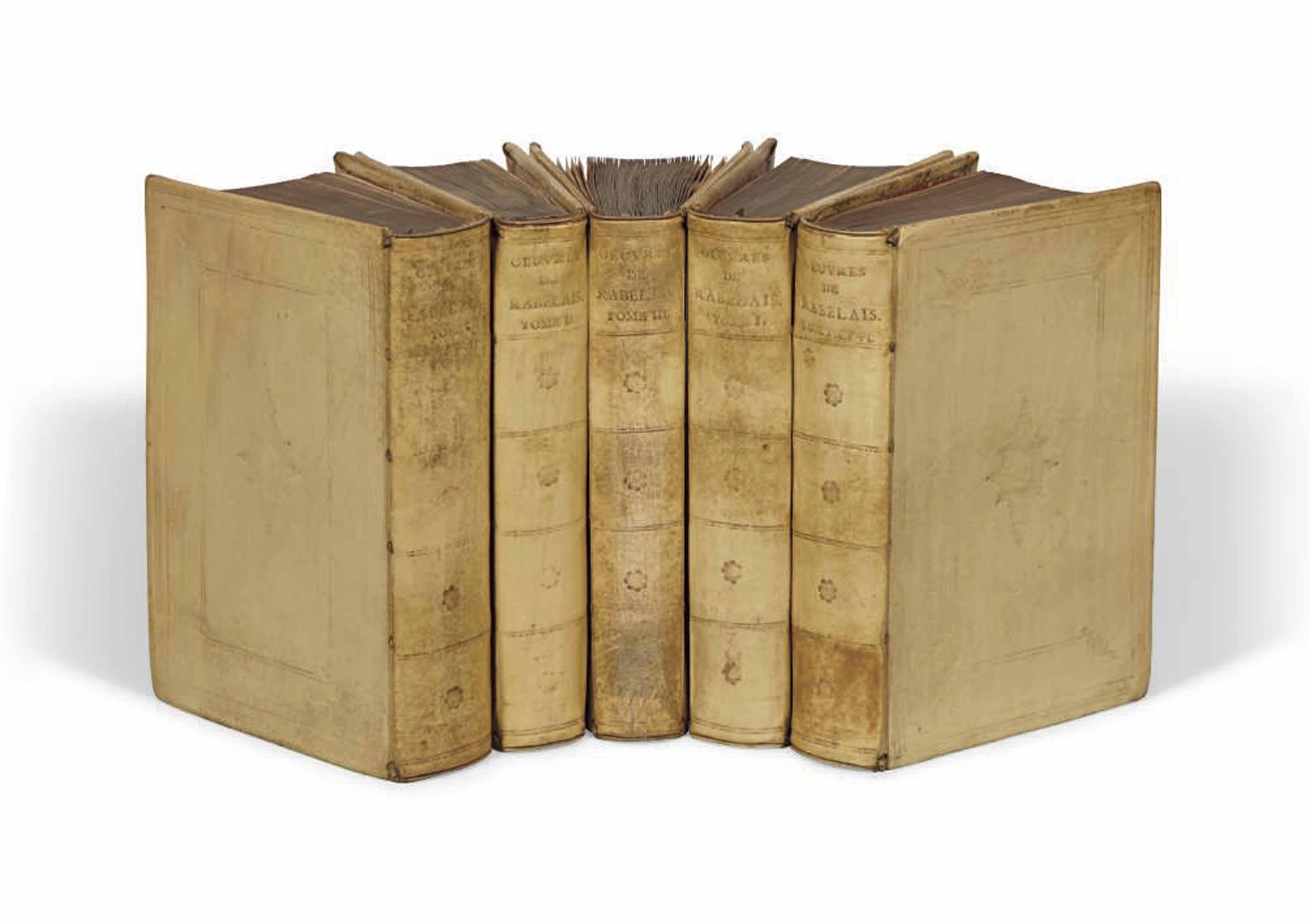 RABELAIS, François (1494-1553). Oeuvres... Amsterdam: Henri Bordesius, 1711. 6 tomes en 5 volumes in-8 (177 x 117 mm). Un frontispice gravé par W. de Broen, un portrait de Rabelais gravé par le même et 4 planches hors texte dont une carte du Chinonais. Reliure de l'époque, vélin, double encadrement à froid sur les plats avec fleuron central losangé, dos à nerfs ornés de fers à froid, tranches dorées, boîtes modernes.