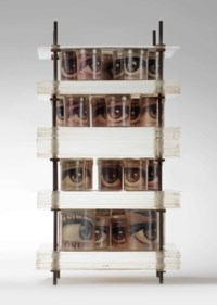 Petite tour avec 31 yeux à 4 étages