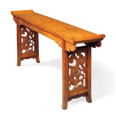 TABLE D'AUTEL EN HUANGHUALI, Q