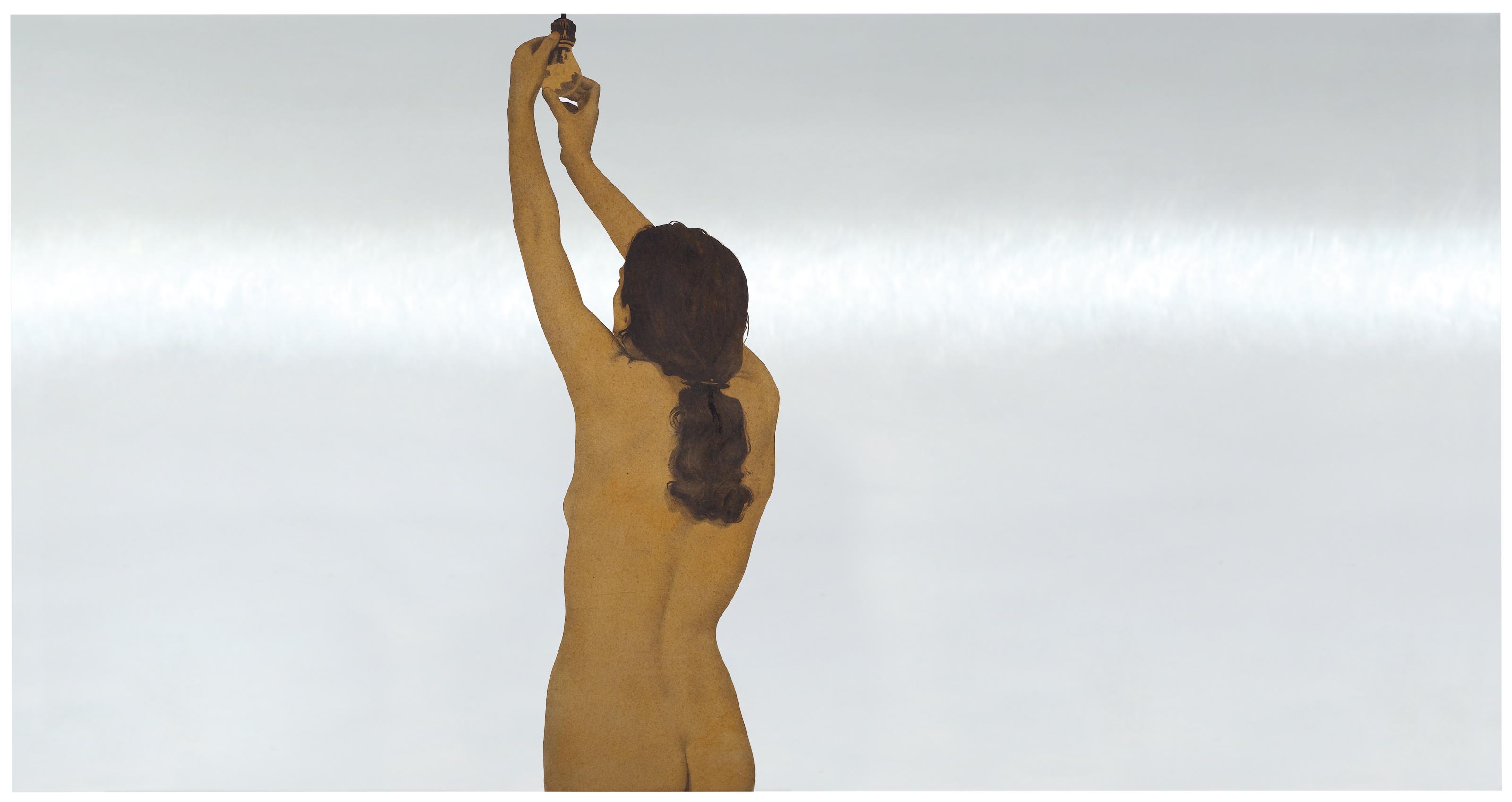 Donna nuda che avvita una lampadina (Nude woman affixing a light bulb)