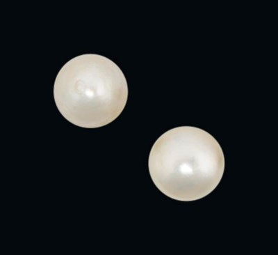 A PAIR OF NATURAL PEARL EAR ST