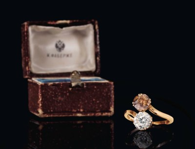 A DIAMOND AND TOPAZ GOLD RING