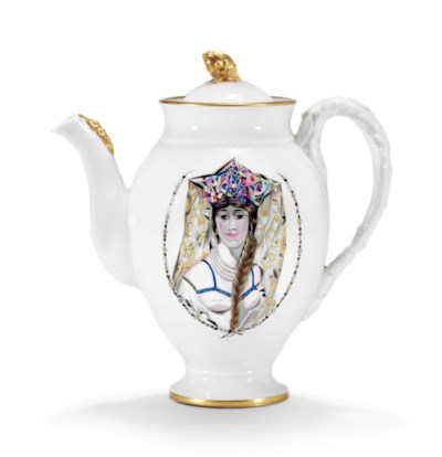 A PORCELAIN COFFEE POT FROM TH