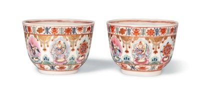 A PAIR OF FAMILLE ROSE 'BARAGO