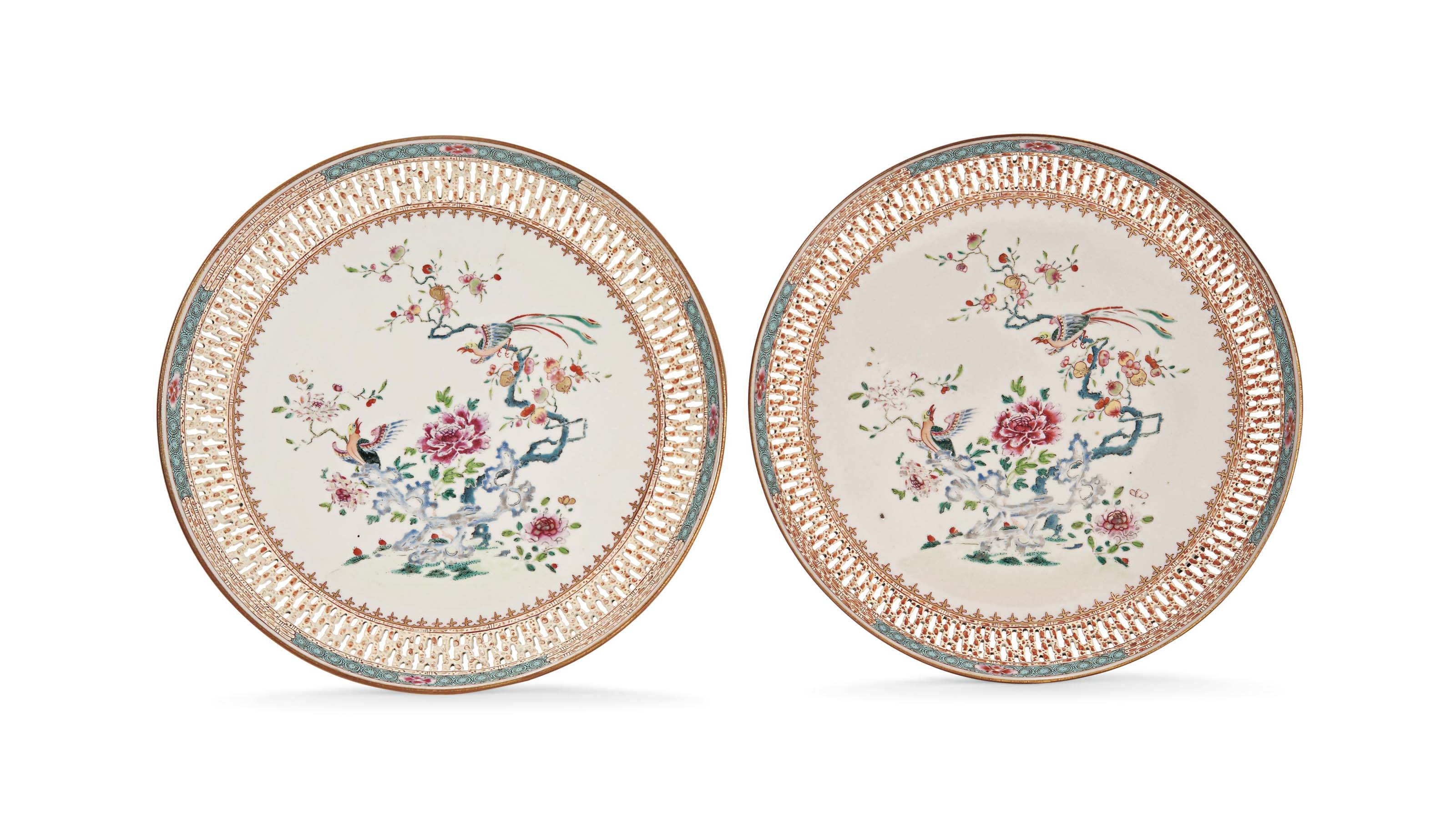 A PAIR OF FAMILLE ROSE RETICUL