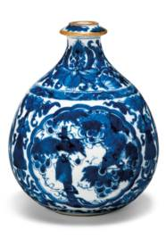 A BLUE AND WHITE HOOKAH BASE