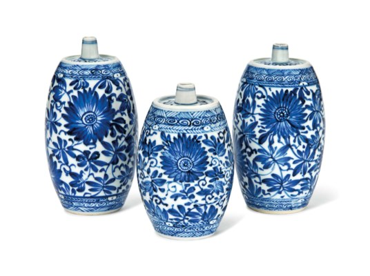 A GROUP OF THREE BLUE AND WHIT