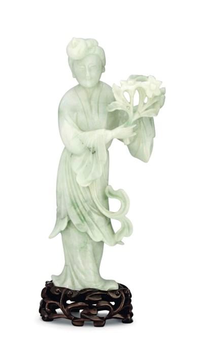 A GREENISH-WHITE JADEITE FIGUR