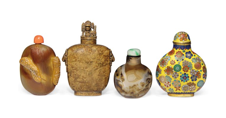 TWO AGATE SNUFF BOTTLES, A BAM