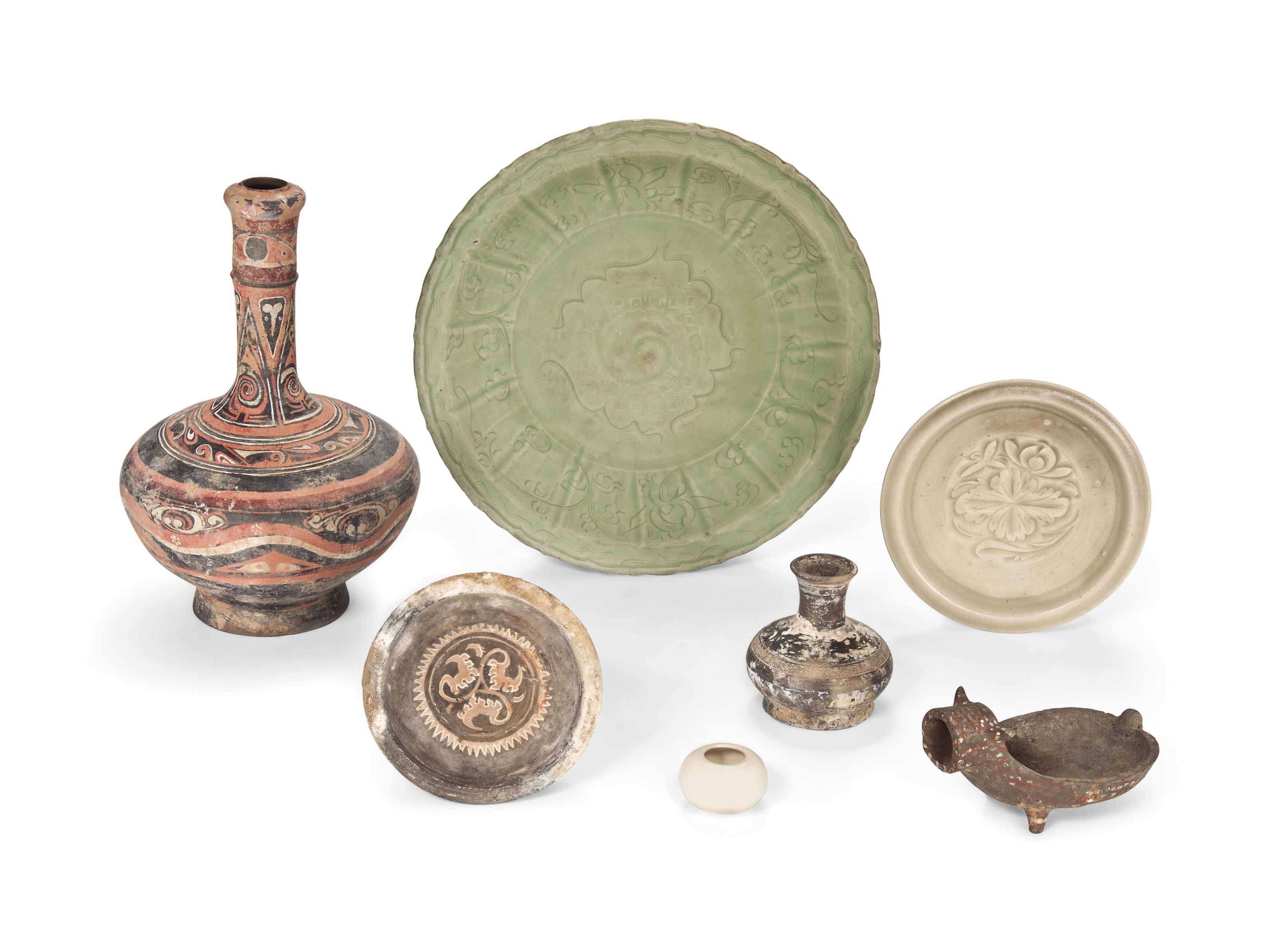 A COLLECTION OF POTTERY AND PO