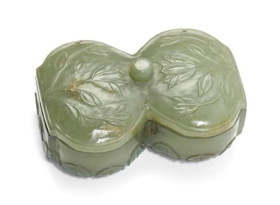 A FINE PALE GREEN JADE BOX
