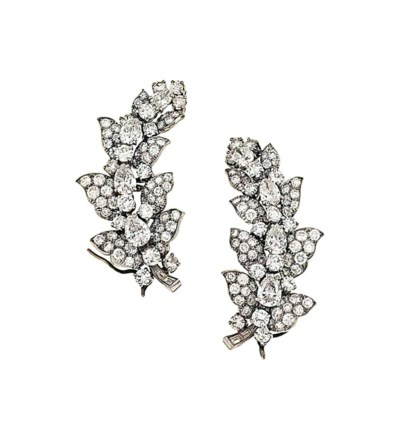 A pair of diamond cluster earc