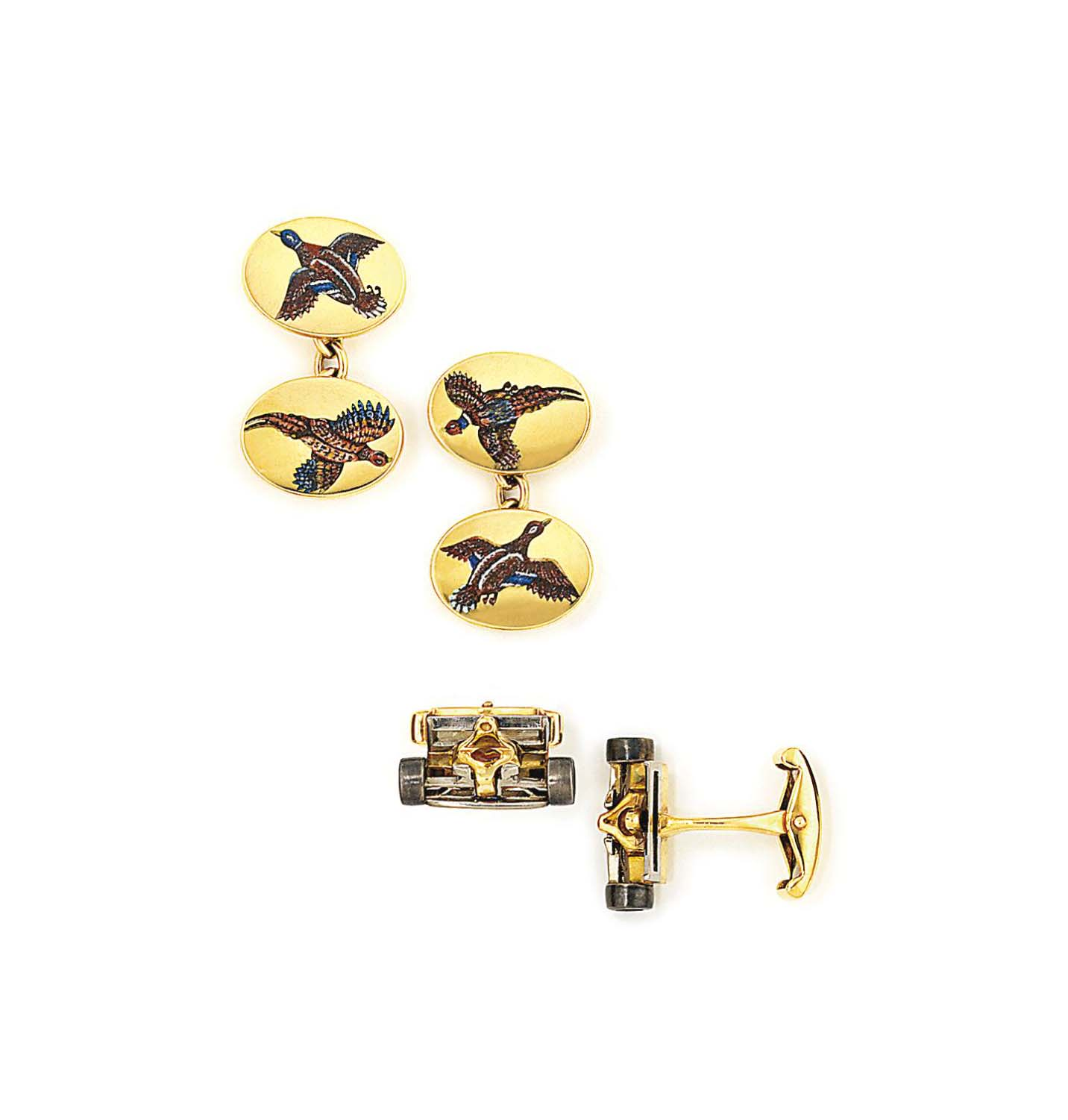 TWO PAIRS OF 18CT GOLD CUFFLIN