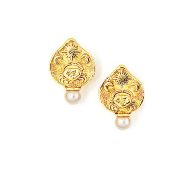 A PAIR OF 18CT GOLD AND CULTUR