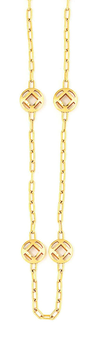 A LONG CHAIN NECKLACE, BY CART