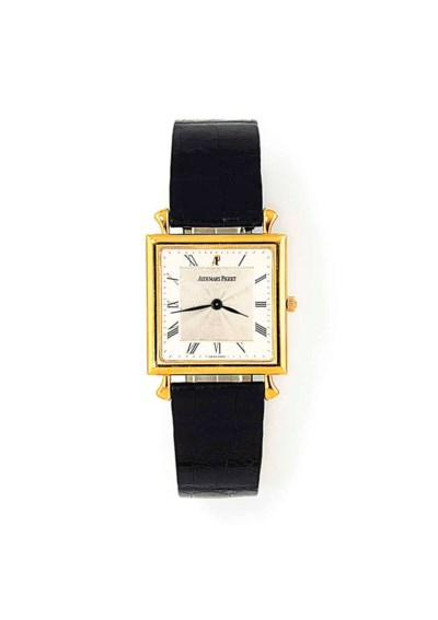 AN 18CT GOLD SQUARE WRISTWATCH
