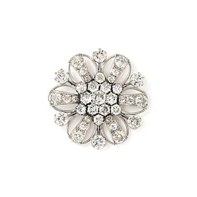 A DIAMOND FLOWERHEAD BROOCH