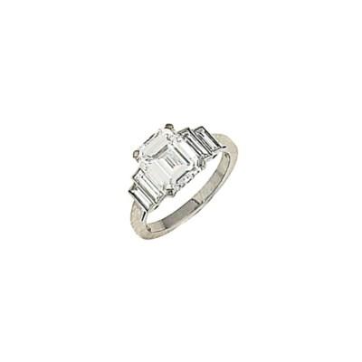 A diamond single stone ring