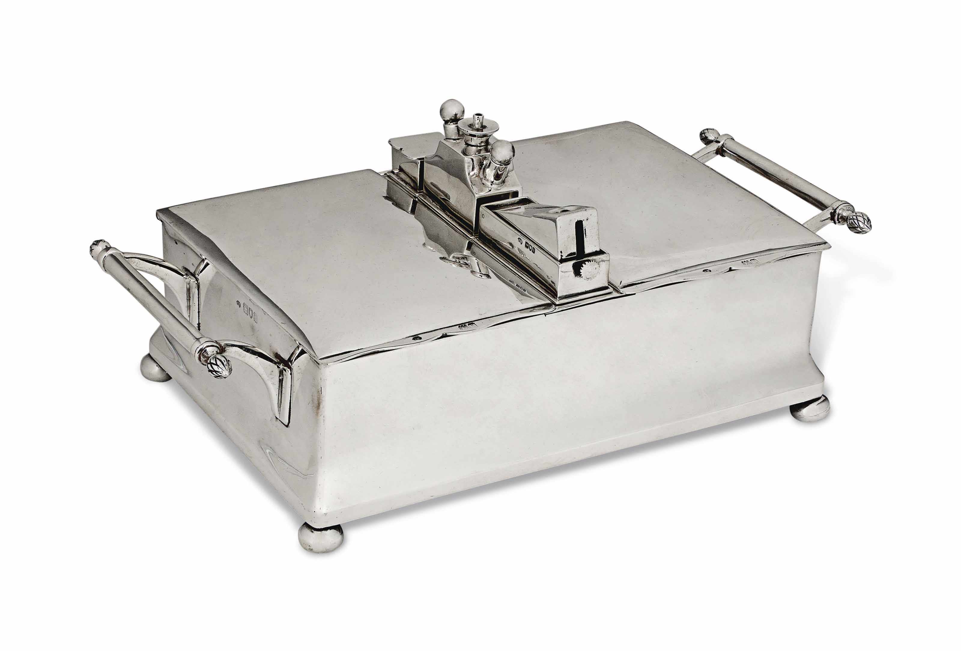 AN EDWARDIAN SILVER DOUBLE-LIDDED CIGAR BOX WITH TWIN COMPARTMENTS