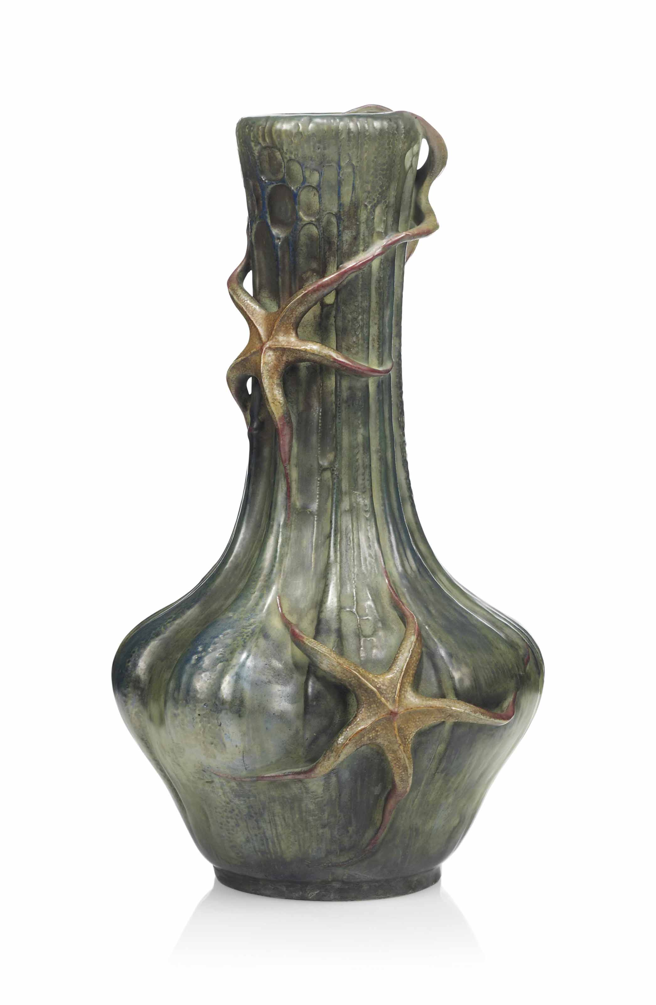 AN 'AMPHORA' EARTHENWARE 'STAR