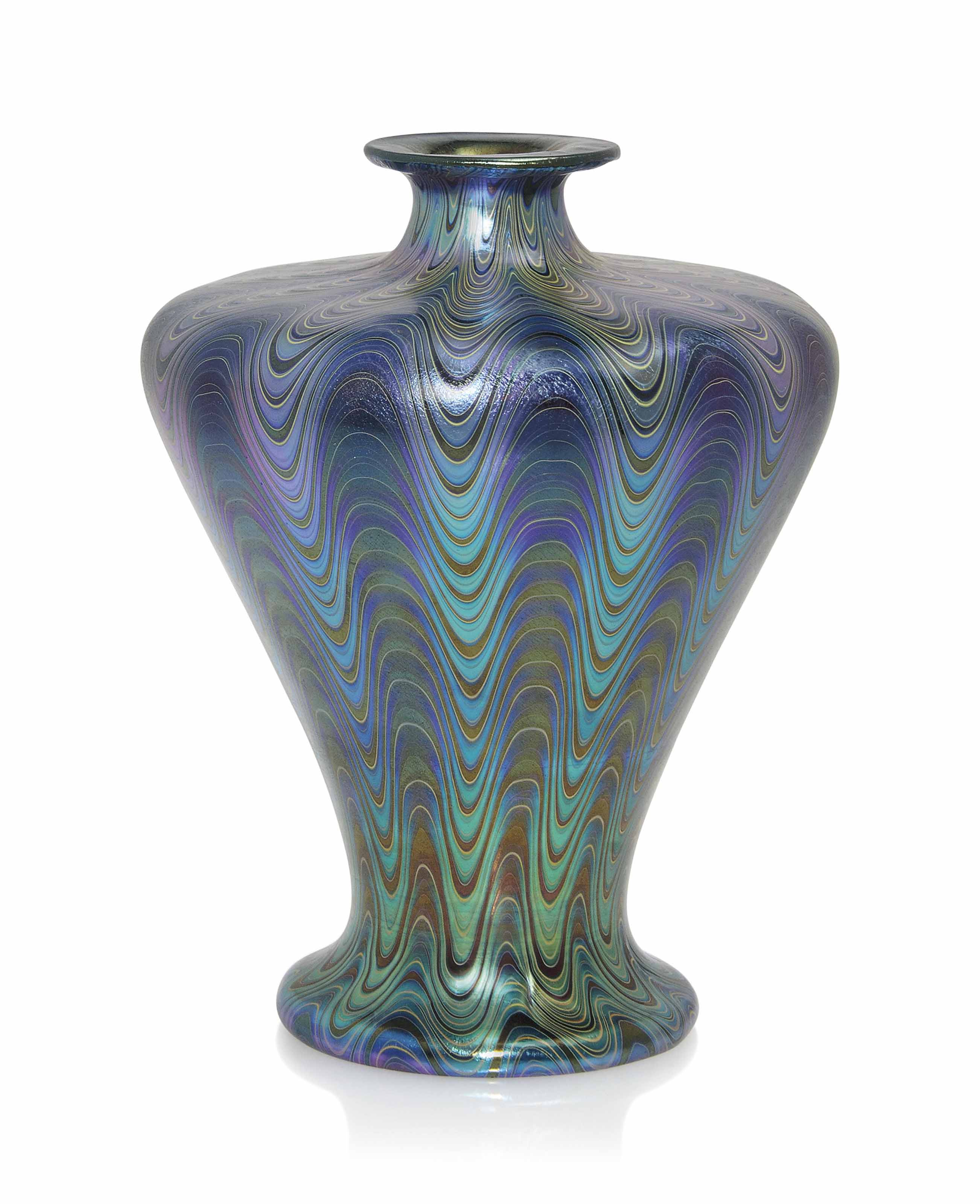 A LOETZ IRIDESCENT GLASS VASE