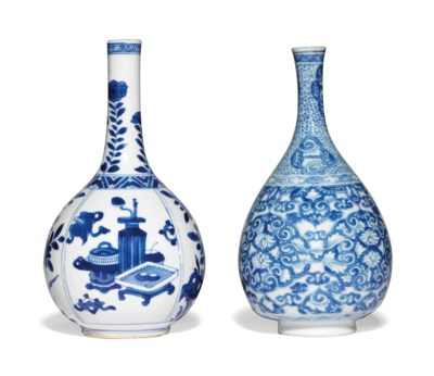 TWO CHINESE BLUE AND WHITE PEA