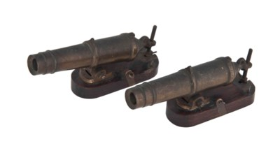 A PAIR OF BRASS MODEL CANNON