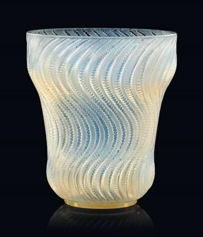 An 'Actinia' Vase, NO. 10-889