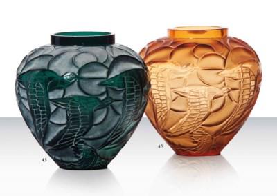 A 'Courlis' Vase, No. 1085