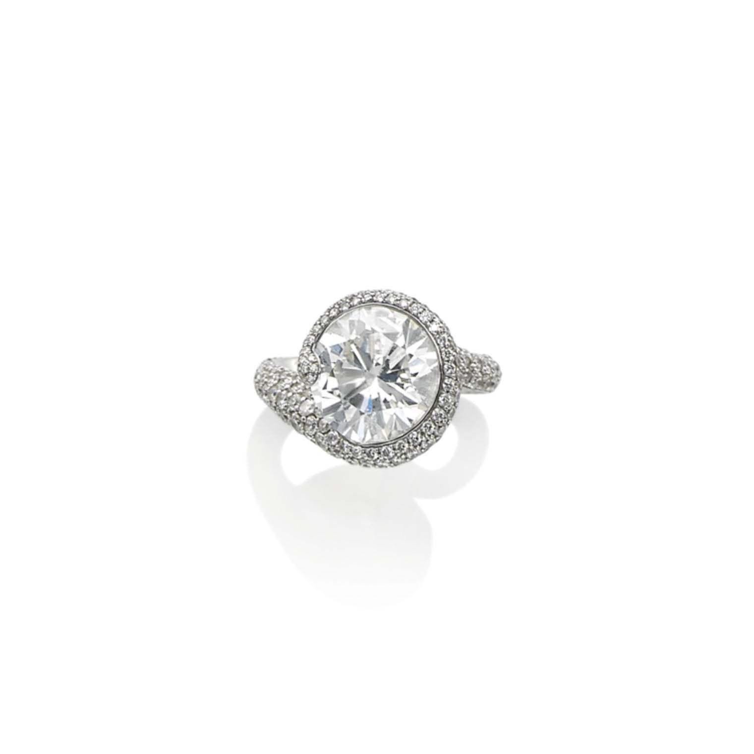 A DIAMOND RING, BY DE GRISOGONO