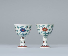 A PAIR OF SMALL CHENGHUA-STYLE DOUCAI STEM CUPS