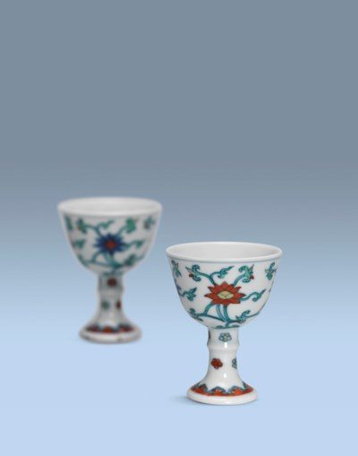 A PAIR OF SMALL CHENGHUA-STYLE