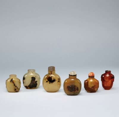 FIVE AGATE SNUFF BOTTLES AND A