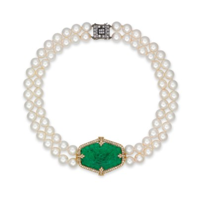 AN EMERALD, CULTURED PEARL AND
