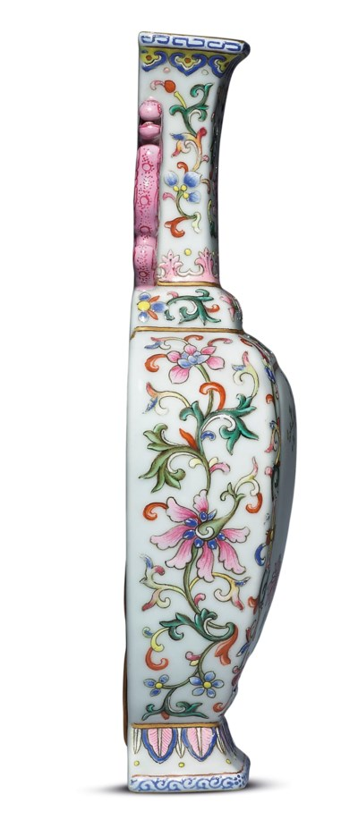 A FINE FAMILLE ROSE WALL VASE