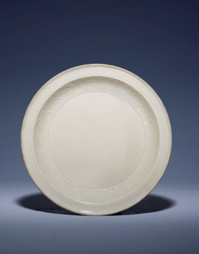 A RARE MOULDED DING DISH