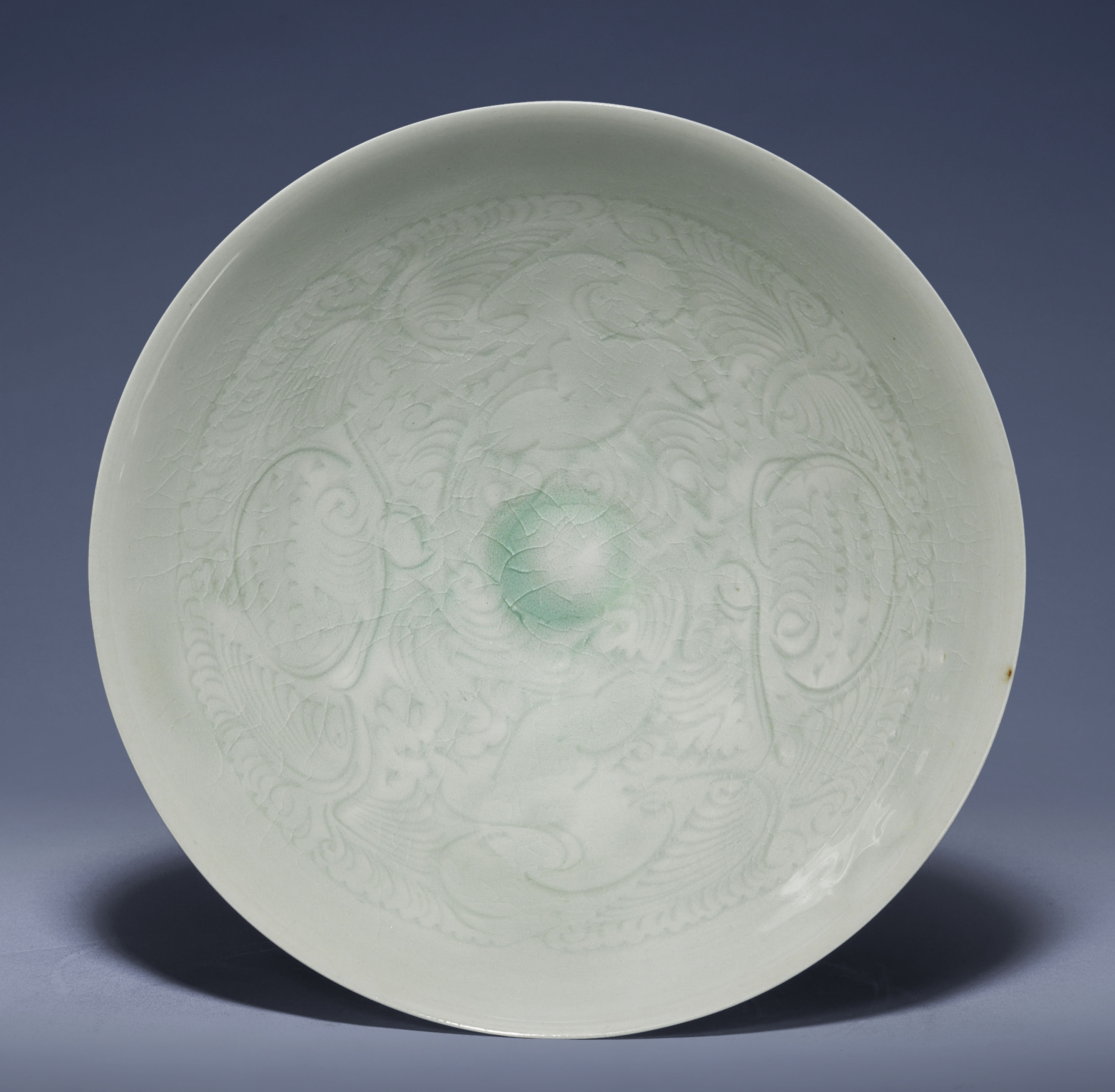 A CARVED QINGBAI-GLAZED BOWL