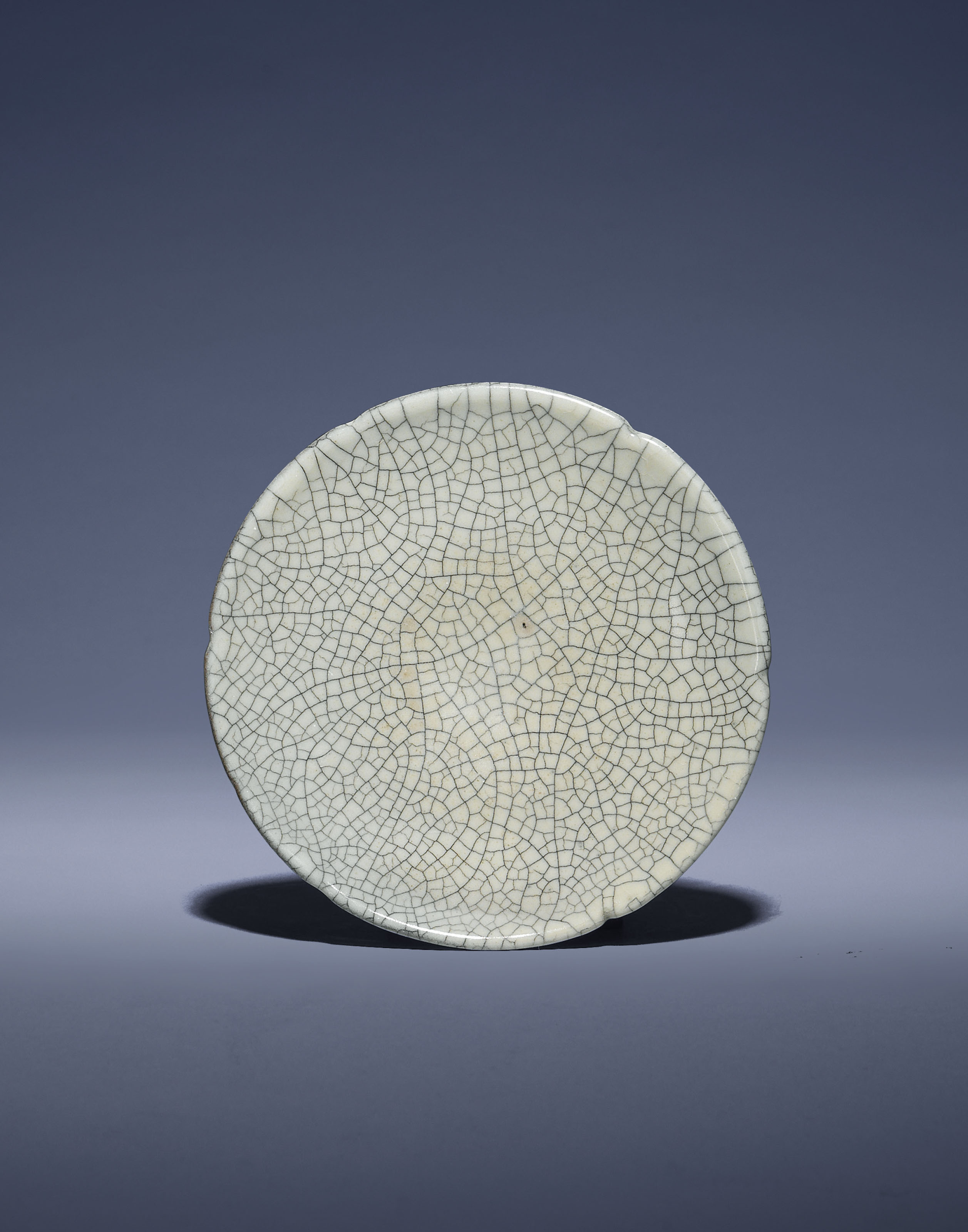 A GE-TYPE GLAZED FOLIATE DISH
