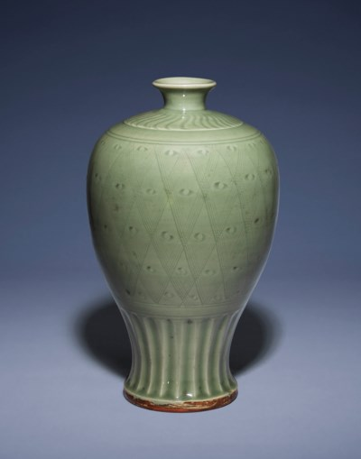 A CARVED LONGQUAN CELADON MEIP