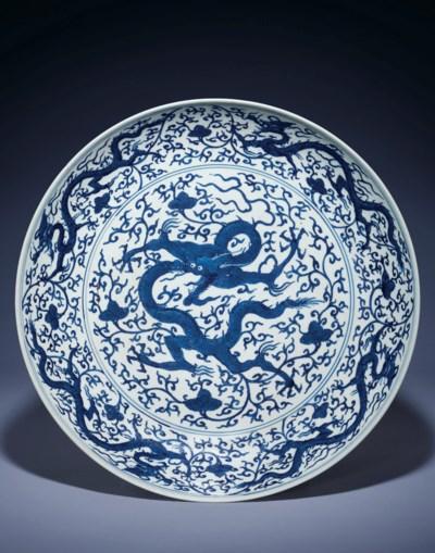 A RARE BLUE AND WHITE 'DRAGON'